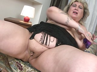 Rubbing her comfit pussy makes Margareta bewail loudly